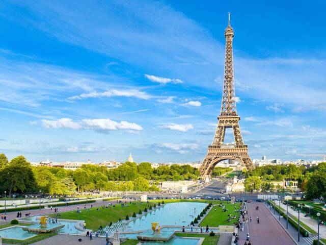 Book cheap flights to Paris with eDreams