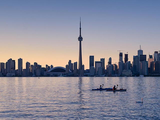 Book cheap flights to Toronto with eDreams